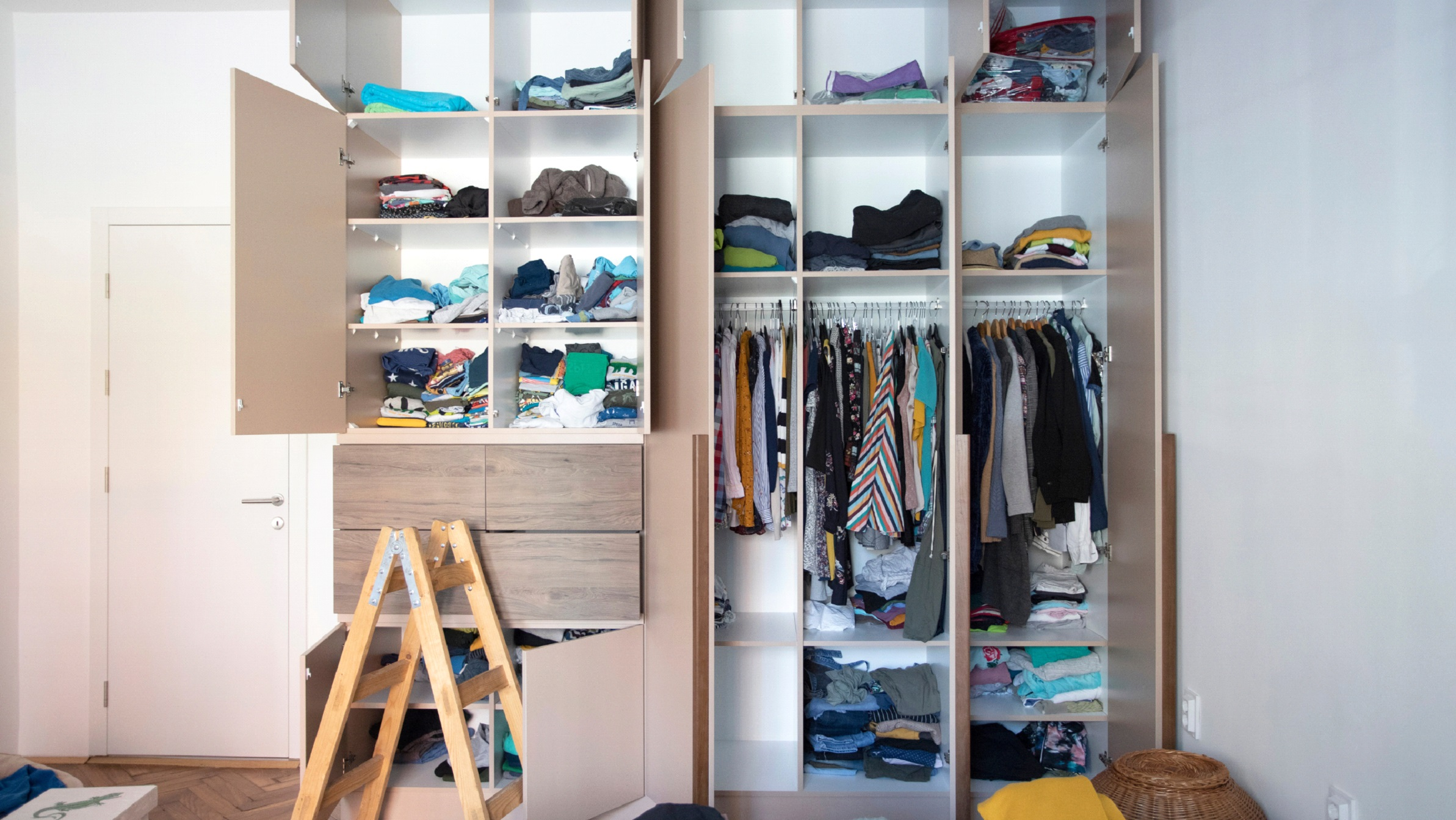 Home de-cluttering, depersonalizing, preparing to sell